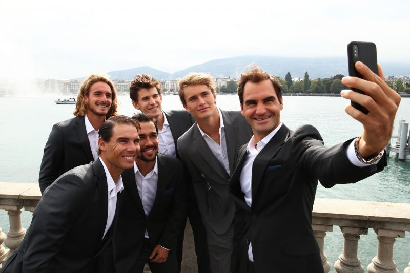 Stefanos Tsitsipas posing for a selfie along with Roger Federer and other teammates