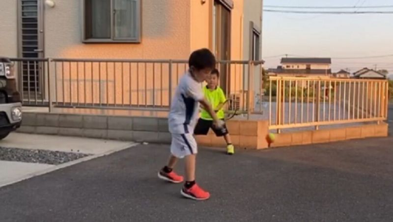 Japanese brothers Yunosuke and Koujirou imitate Roger Federer and Novak Djokovic