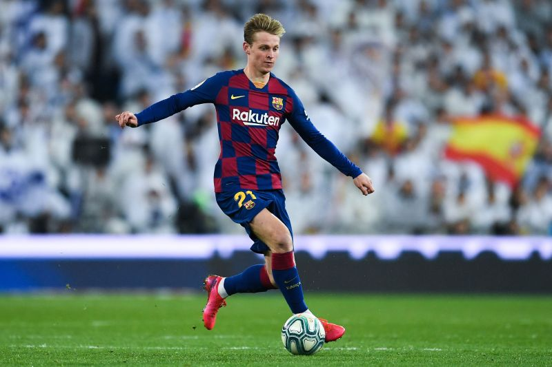 Frenkie de Jong in action for Barcelona