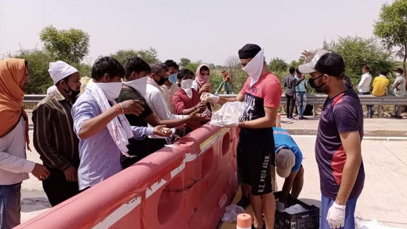 तजिंदर सिंह ने की प्रवासियों की मदद