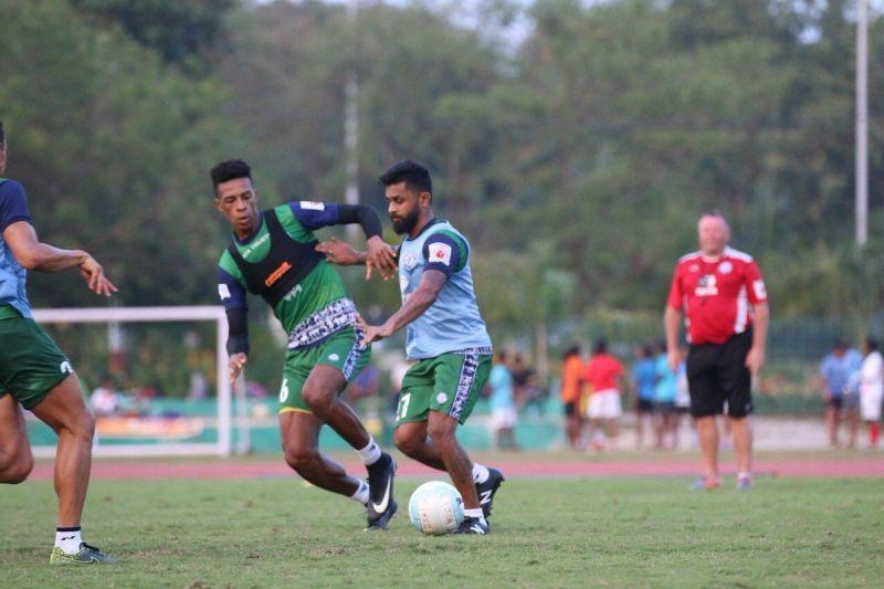 Karan Amin (right) in action during Jamshedpur FC