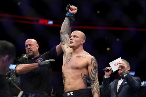 Anthony Smith will face Glover Teixeira on May 13