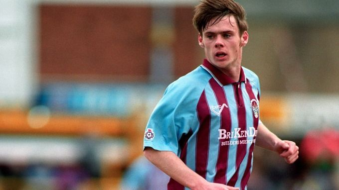 Graham Alexander made over 1000 professional appearances across various English league tiers.