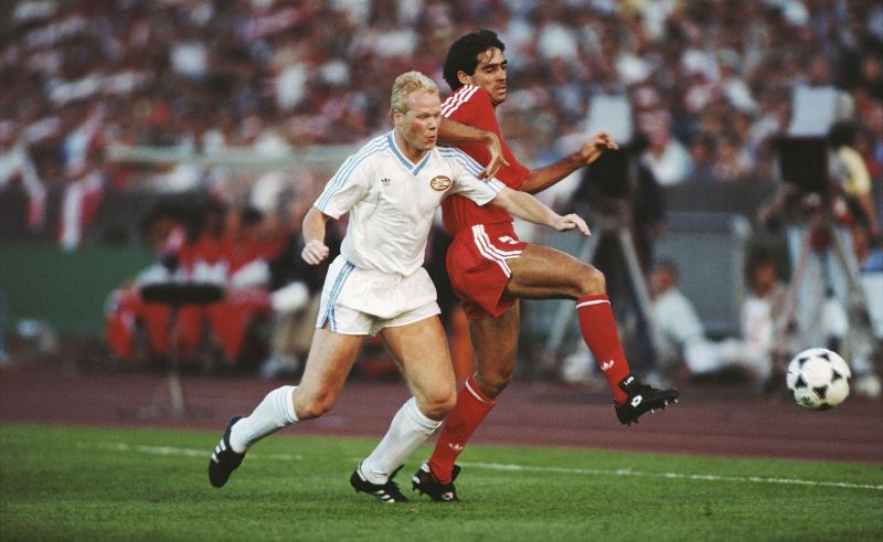 Ronald Koeman during the 1988 UEFA European Cup final between Benfica v PSV Eindhoven