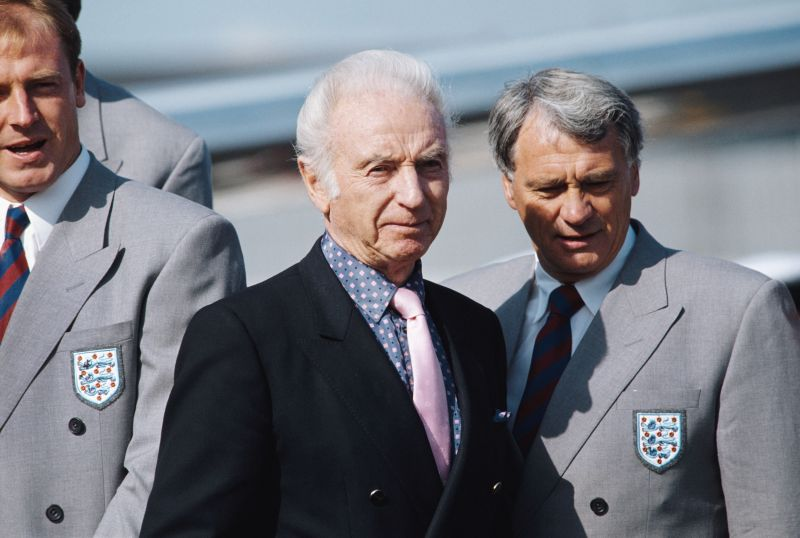 Stanley Matthews and Bobby Robson at the 1990 FIFA World Cup