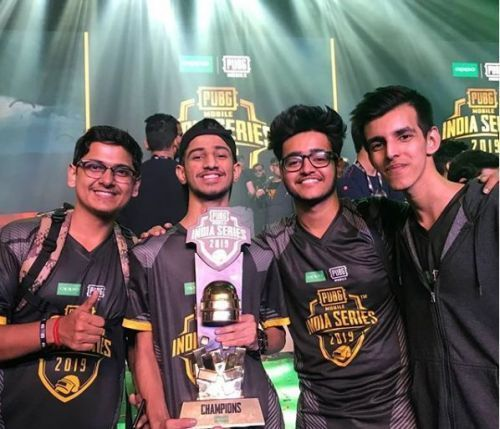 Team Soul with the trophy