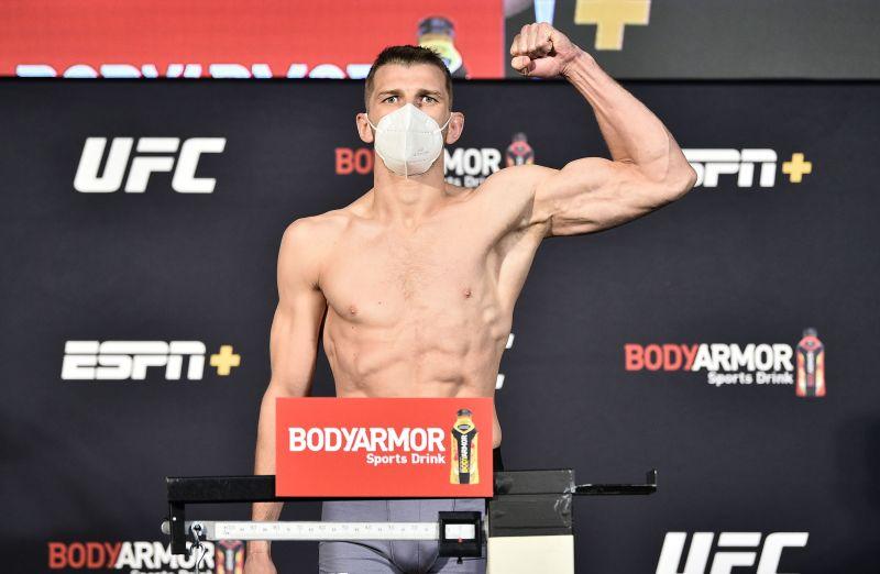 UFC Fight Night Poirier v Hooker: Weigh-Ins