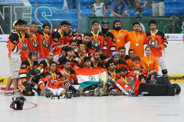 The final team picture of Team India 2009 after capturing the Silver Medal at the World Championships. Eighteen members of the team participated in the inaugural Indo-Canada Cup and everyone is expected to participate for various teams in the upcoming tourney.