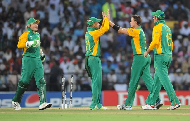 South Africa bowler Dale Steyn (2R) celebrates the wicket of unseen India batsman Munaf Patel with teammates during the Cricket World Cup match between India and South Africa at the Vidarbha Cricket Association (VCA) Cricket Stadium in Nagpur on March 12, 2011.