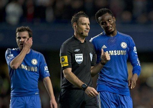 Chelsea's John Obi Mikel (R) talks with referee Mark Clattenburg