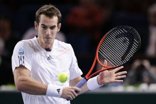 Britain's Andy Murray returns the ball to Poland's Jerzy Janowicz