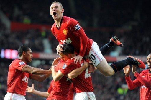 Wayne Rooney celebrates van Persie's goal
