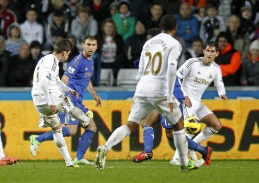 Swansea City's midfielder Pablo Hernandez (L) scores against Chelsea