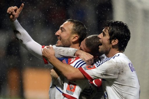 Lyon's Steed Malbranque (L) celebrates with teammates after scoring