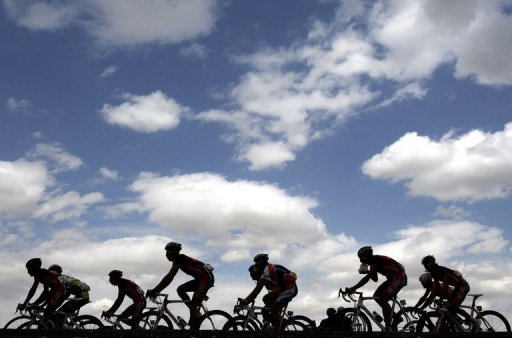 Australian clothing firm SKINS threatened Sunday to sue world cycling governing body UCI for $2.0 million