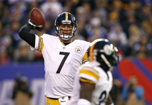 Ben Roethlisberger lines up a pass to Chris Rainey of the Pittsburgh Steelers