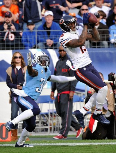 Brandon Marshall of the Chicago Bears catches a pass in front of Jason McCourty of the Tennessee Titans