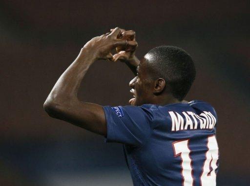 Paris Saint-Germain's Blaise Matuidi celebrates after scoring