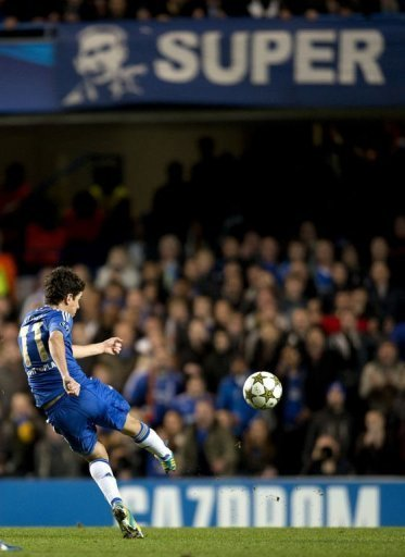 Chelsea's Oscar shoots to score against Shakhtar Donetsk