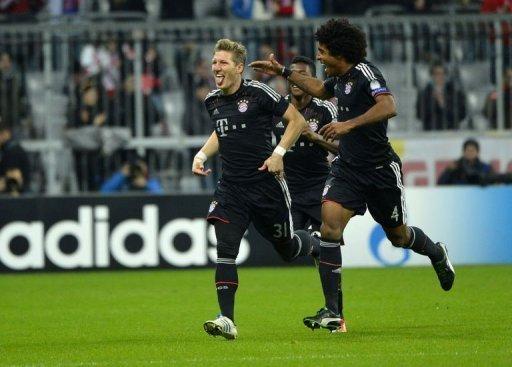Bayern Munich's Bastian Schweinsteiger (L) celebrates scoring against Lille with his teammate Dante
