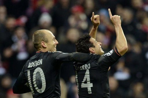 Bayern Munich's Arjen Robben (L) and Claudio Pizarro celebrate scoring against Lille