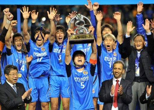 Ulsan midfielder Kwak Tae-Hwi lifts the trophy after his side the AFC Champions League final in Ulsan