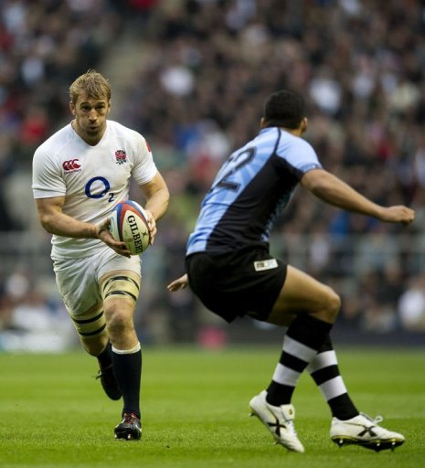 England's Captain Chris Robshaw (L) runs with the ball in front of Fiji's Josh Matavesi