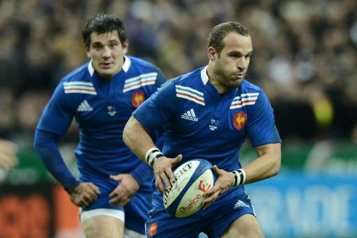 France's fly half Frederic Michalak runs with the ball