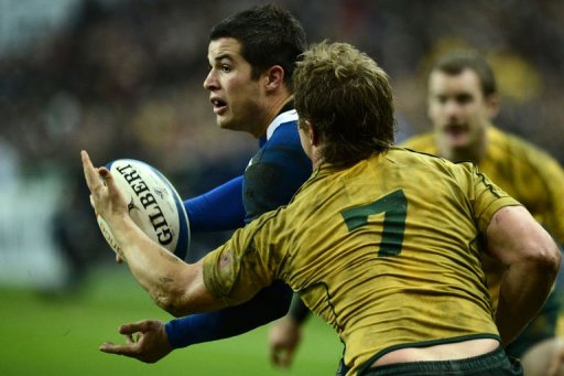 France's full back Brice Dulin (L) fights for the ball with Australia's flanker Michael Hooper