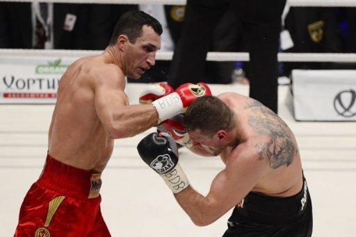 Ukrainian heavyweight boxing world champion Wladimir Klitschko (L) fights with Polish challenger Mariusz Wach
