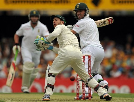South African batsman AB de Villiers made 40 before he was bowled by James Pattinson