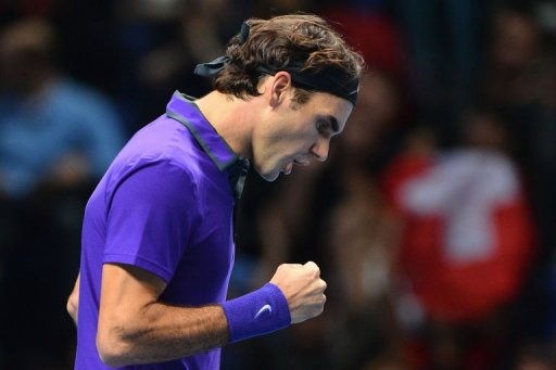 Roger Federer celebrates breaking the serve of Andy Murray