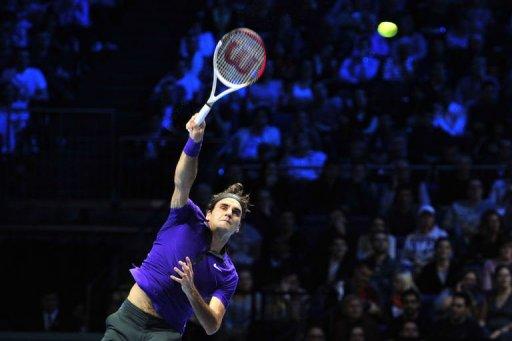 Roger Federer serves against Novak Djokovic