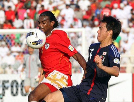 Oman's Ahmed Mubarak (L) challenges Japan's Shinji Okazaki