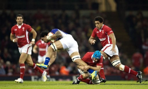 Samoa's Taiasina Tuifu'a (2nd L) breaks a tackle from Wales' flanker Justin Tipuric (2nd R)