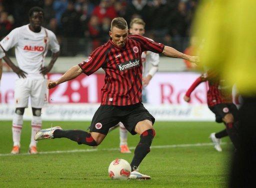 Frankfurt's Alexander Meier scores by penalty