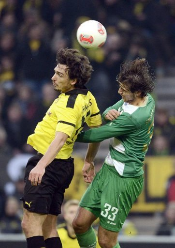 Dortmund's defender Mats Hummels (L) and Fuerth's Kosovan forward Ilir Azemi jump for the ball
