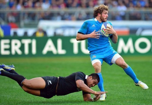Italy's winger Mirco Bergamasco (R) is tackled by New Zealand All Blacks winger Hosea Gear