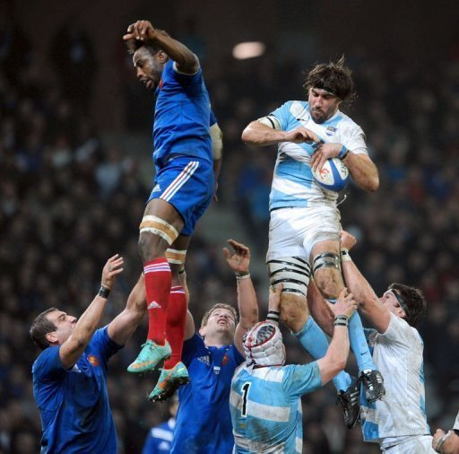 France's Fulgence Ouedraogo (L) clashes with Argentina's flanker Juan Manuel Leguizamon
