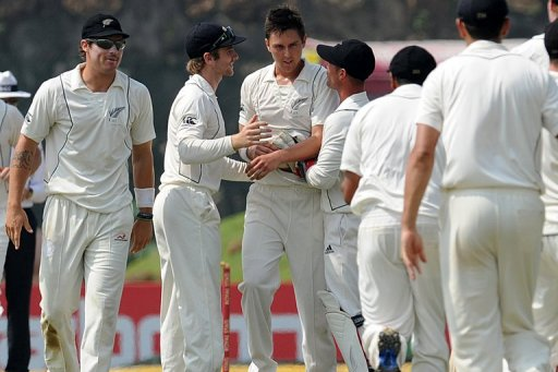 Trent Boult put more pressure on Sri Lanka when he had Kumar Sangakkara (five) caught by Brendon McCullum at third slip