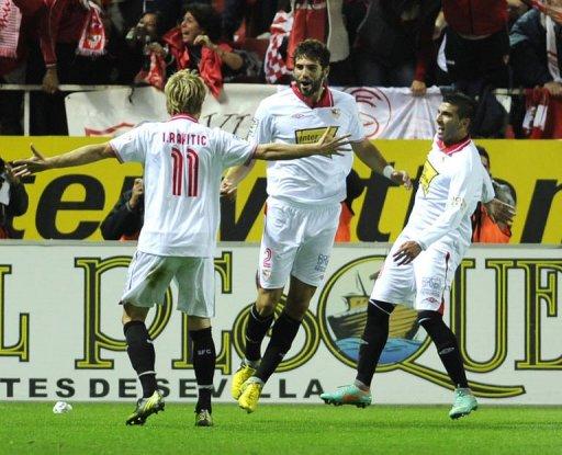Sevilla's Federico Fazio (C) celebrates with teammates after scoring