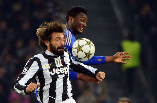 Juventus' Andrea Pirlo (L) fights for the ball with Chelsea's John Mikel Obi