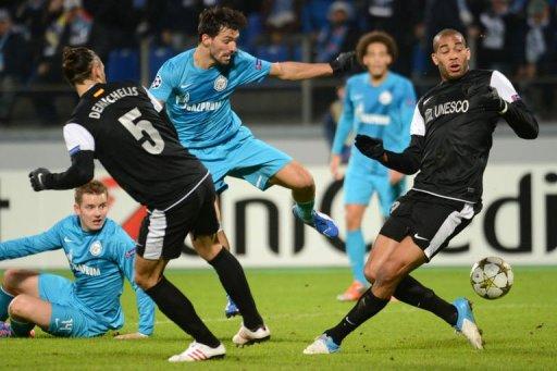 Zenit St Petersburg Danny (C) vies with Malaga's Martin Demichelis (L) and Oguchi Onyewu (R)