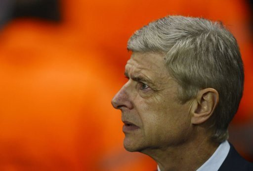 Arsene Wenger insisted he will send a full-strength team to Olympiakos on December 4 in a bid to overhaul Schalke