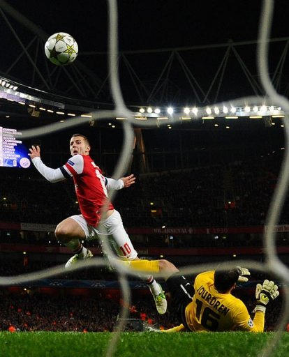 Arsenal's Jack Wilshere scores his team's first goal