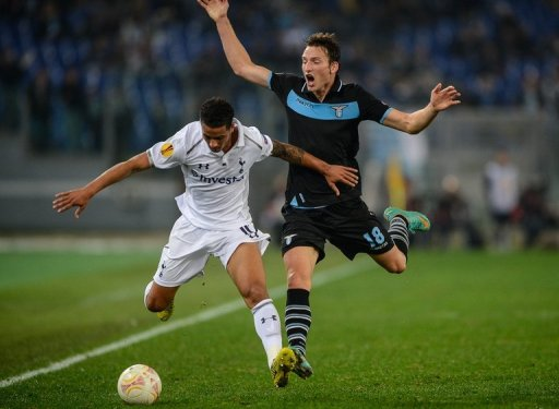 Tottenham Hotspur's English defender Kyle Naughton (L) fights for the ball against Lazio's Czech forward Libor Kozak