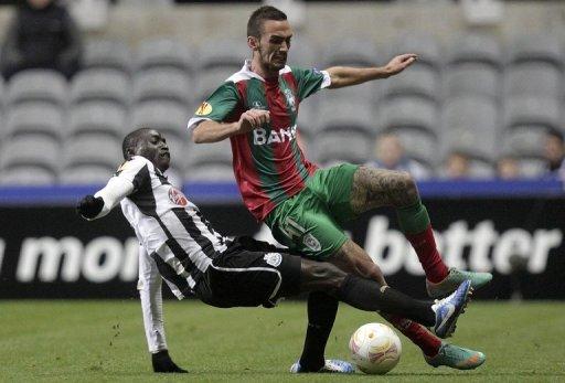 Newcastle United's Senegalese striker Papiss Cisse (L) vies with Maritimo's Portuguese defender Ruben Ferreira (R)