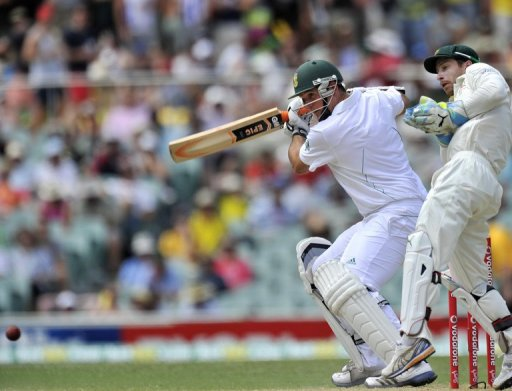 At the interval on Friday, Graeme Smith (L) was unbeaten on 57 with Alviro Petersen not out 47