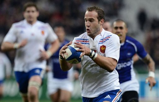 France's fly half Frederic Michalak (R) runs to score a try during the rugby union test match France vs Samoa