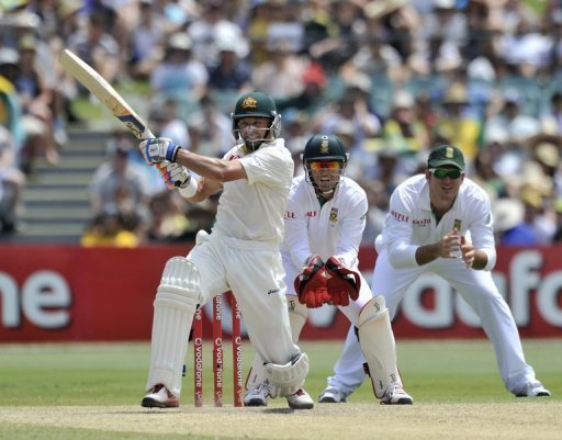 Mike Hussey (L), chasing his 3rd successive century in the series, was out in the over before lunch for 54 off 95 balls